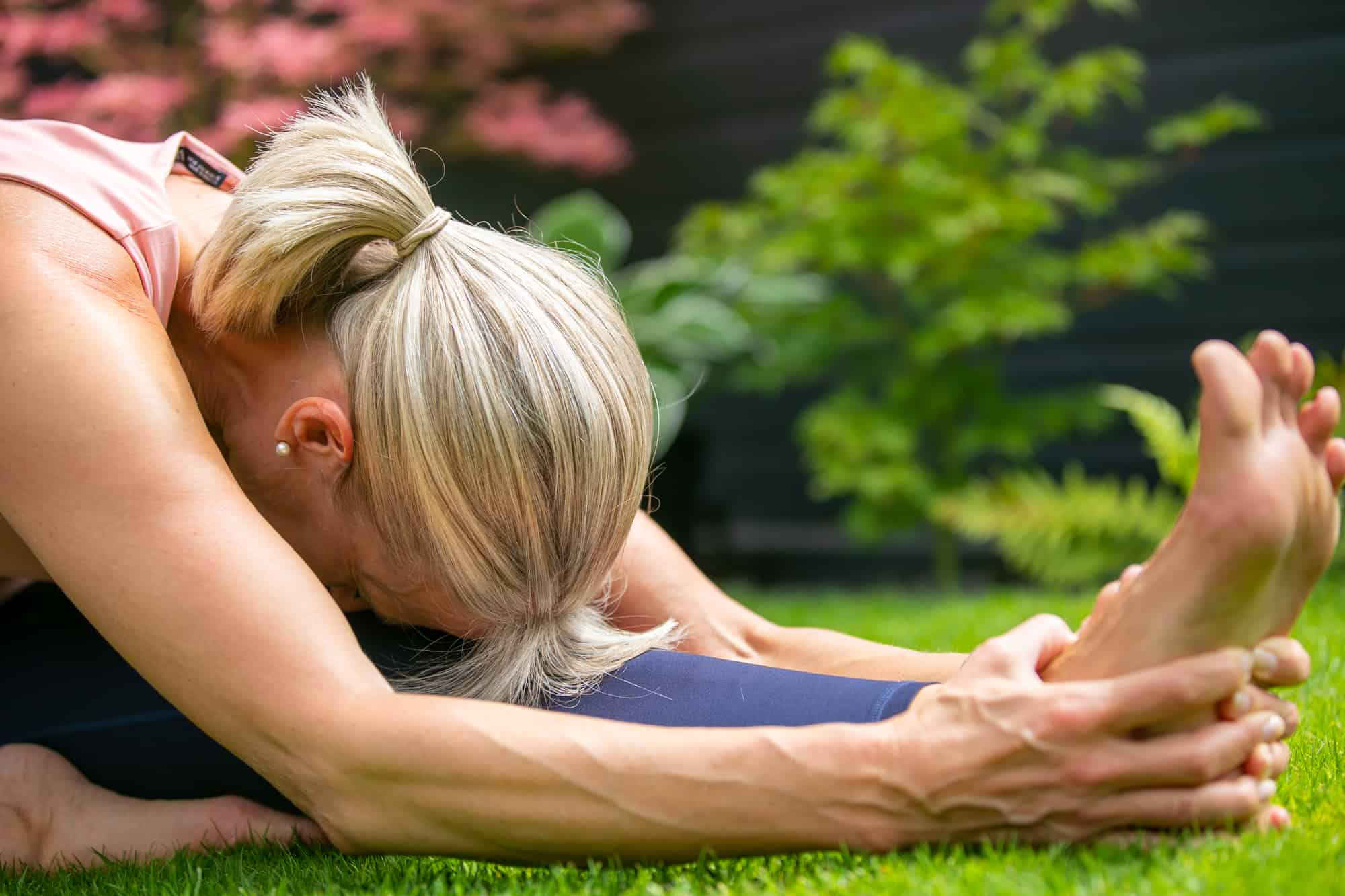 Personal Trainer Carola Becker in a yoga pose